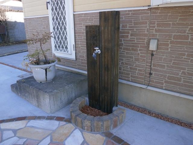 枕木の立水栓松本市