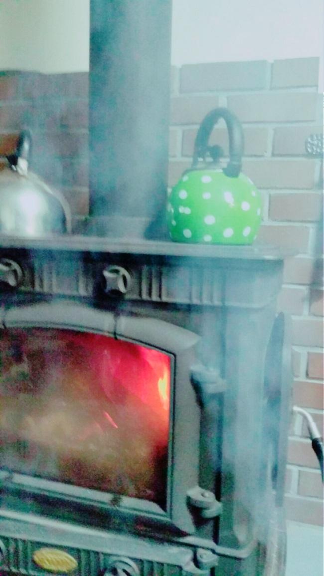薪ストーブの煙の逆流