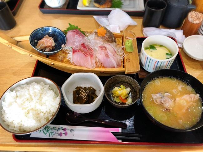 横須賀なぶらメニュー大漁てっぱつ船盛り定食