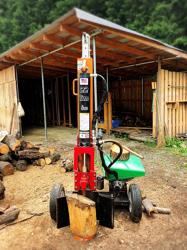 チェンソーと電動薪割り機で薪の準備