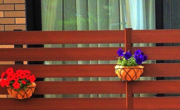 施工例③花壇を引き立てるスクリーン兼目隠しフェンス