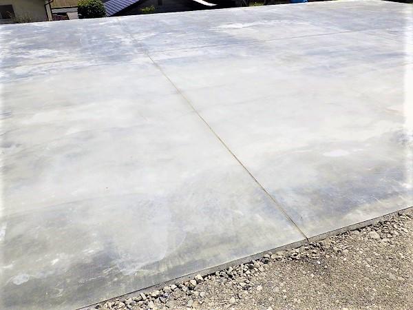 勾配のある駐車場をコンクリートで平らにして使いやすくした駐車場