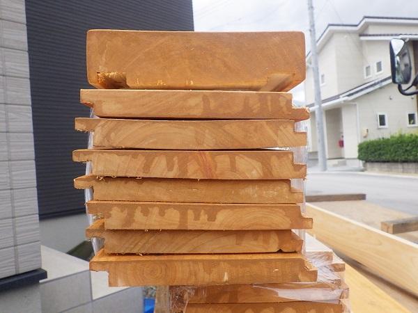 隙間を無くす木製ウォールの板張り