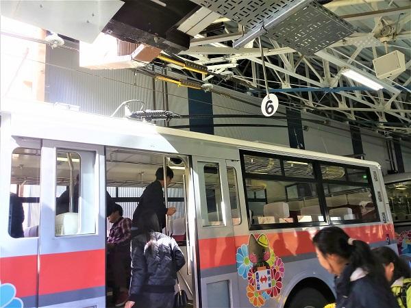 黒部ダムを堪能し、帰りは1:40発のトロリーバスに乗り、翁沢駅まで戻りました。