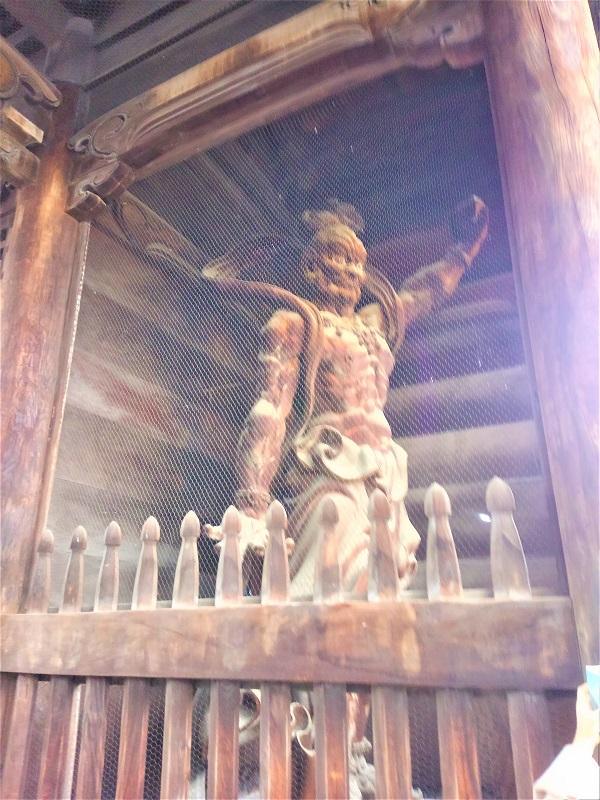右側の仁王像「吽形」