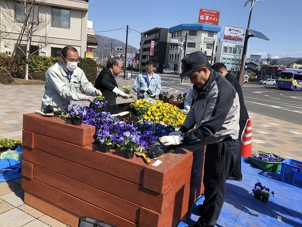 信州花フェスタ2019~塩尻駅広場~花壇の植え付け