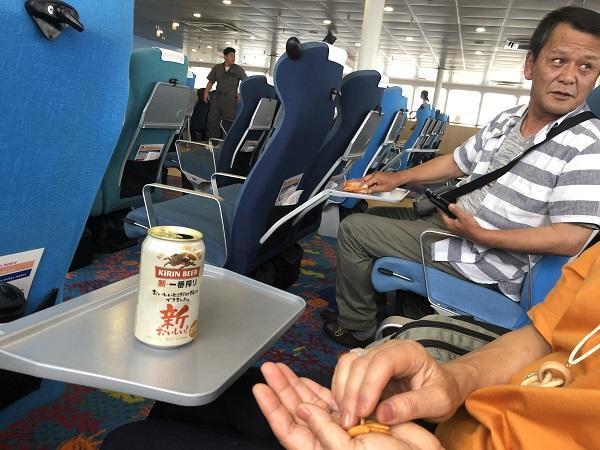 ・・・と思ったら、みんなビール飲んでる!!!