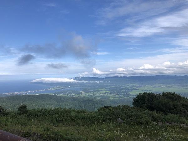 間に白雲台へ到着!!佐渡の絶景ポイント 展望台の上は雲海が広がる