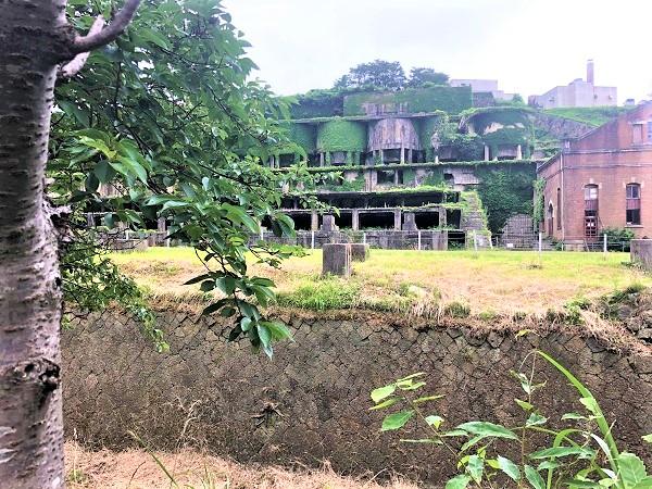 かつて栄えた滅びゆく街ラピュタを思わせる「北沢浮遊選鉱所場跡(きたざわふゆうせんこうばあと)」