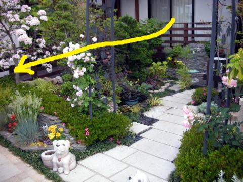 バリアフリー車イス対応のスロープのある庭