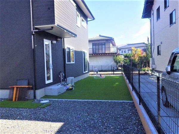 自分で人工芝を敷いた庭 松本市 N邸