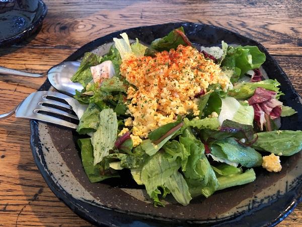 『アルセーバ』の料理サラダ
